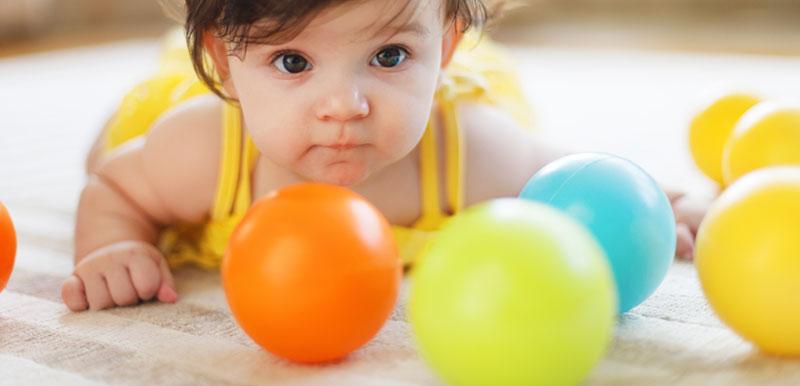 Brincadeiras para bebês no 3 trimestre bolinha