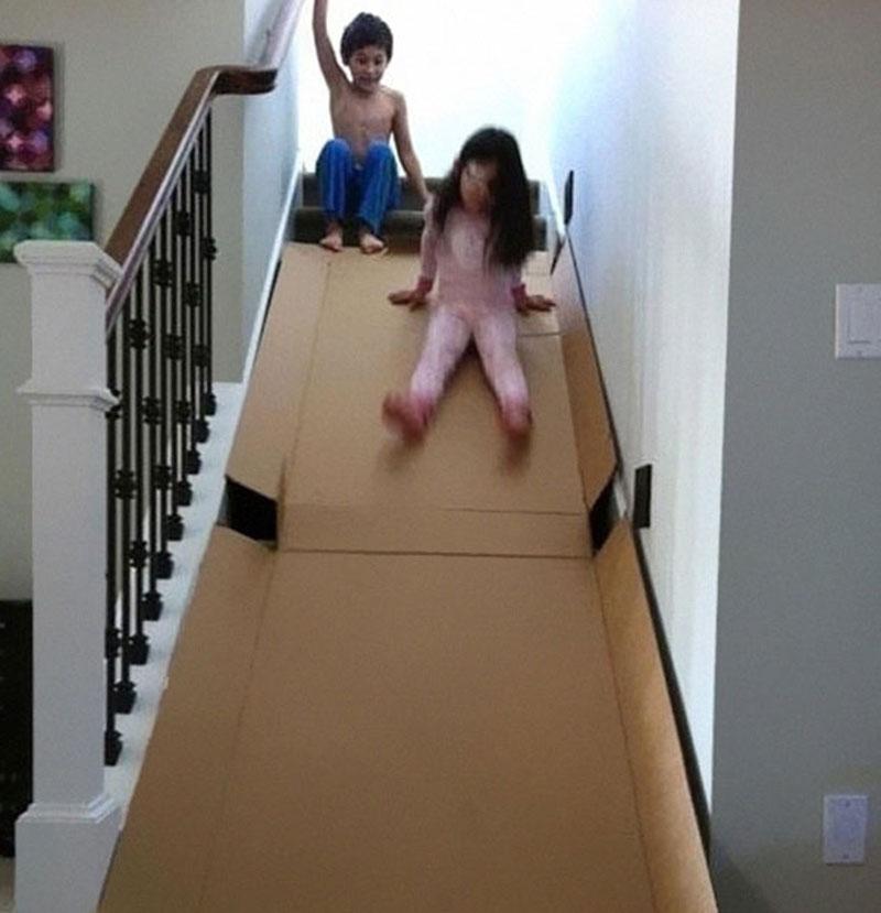 papelão para brincar na escada