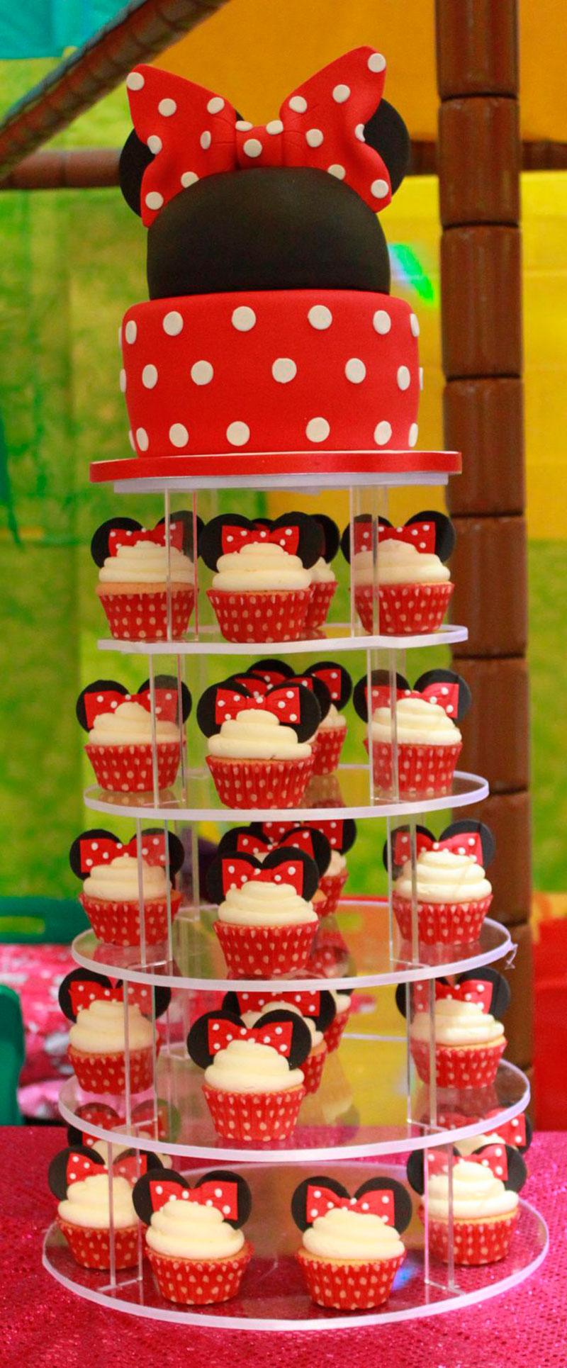 bolo com ajuda do cupcake