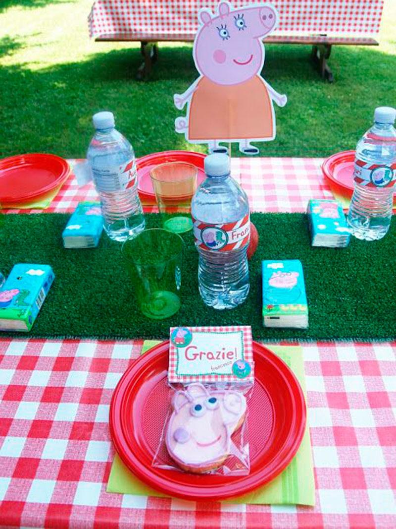 pratinhos e agua personalizado Peppa