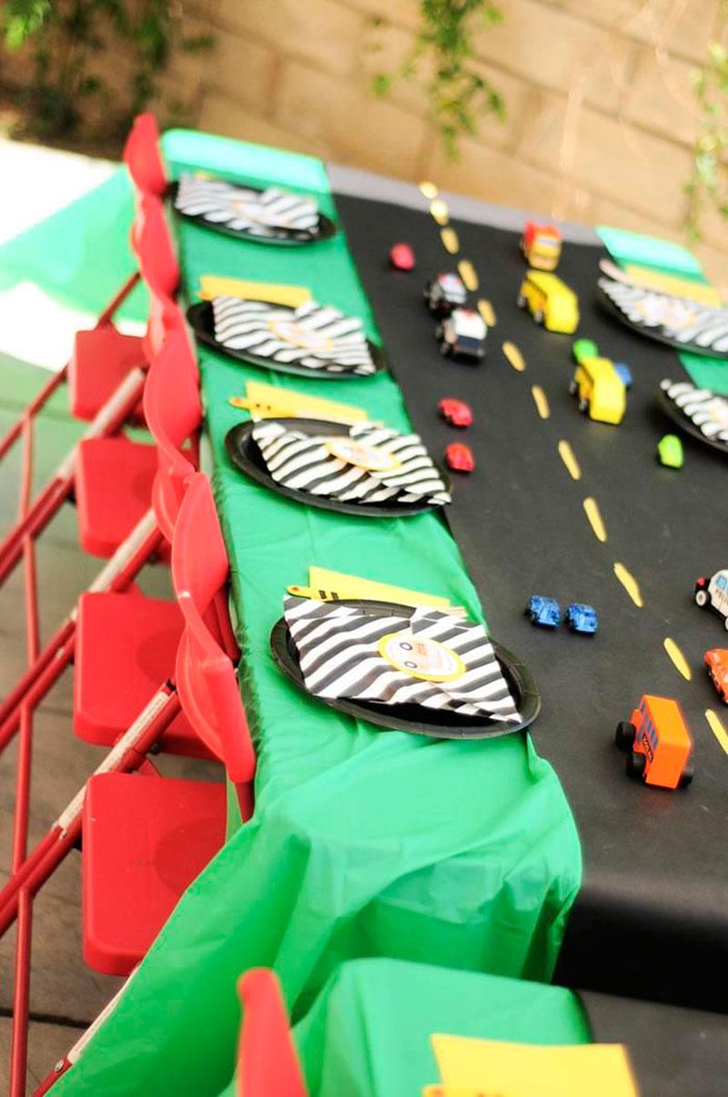 mesa do tema carros