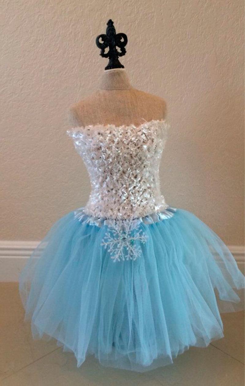 vestido azul e branco
