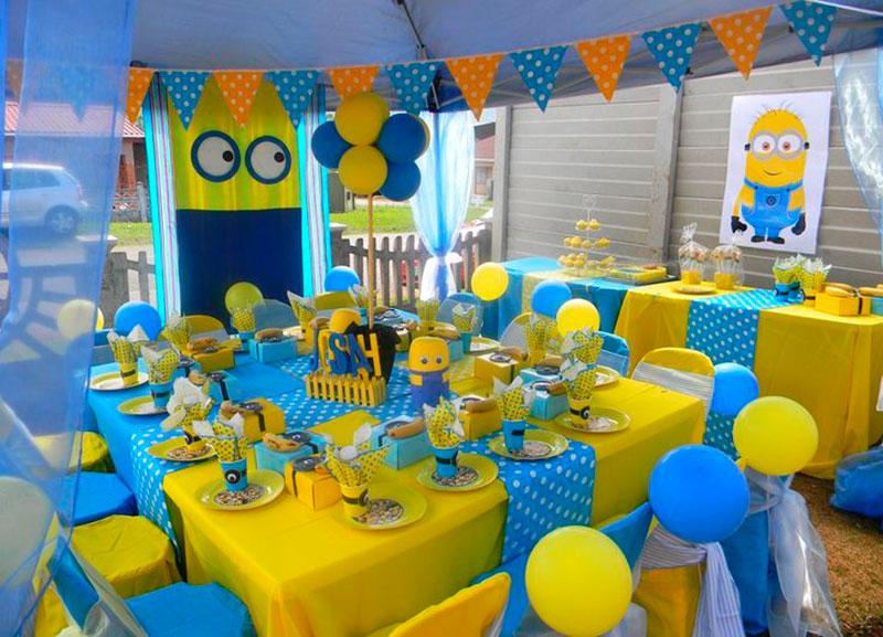 mesa azul e amarelo