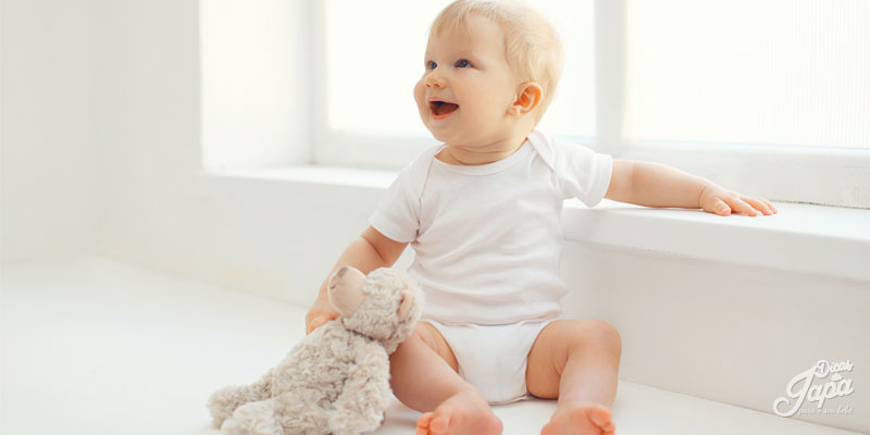 bebê de 6 meses - sentado
