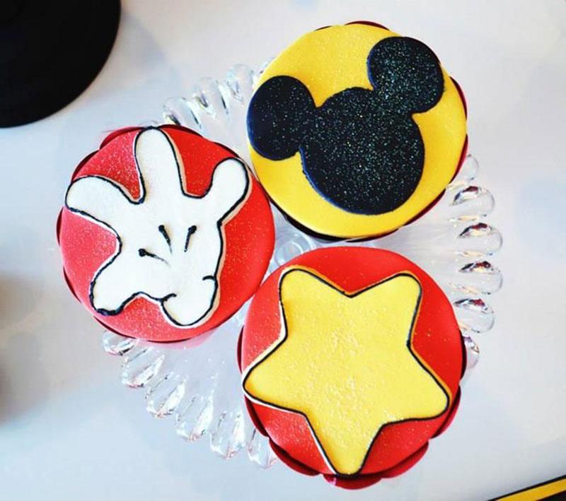 cupcake mão do Mickey