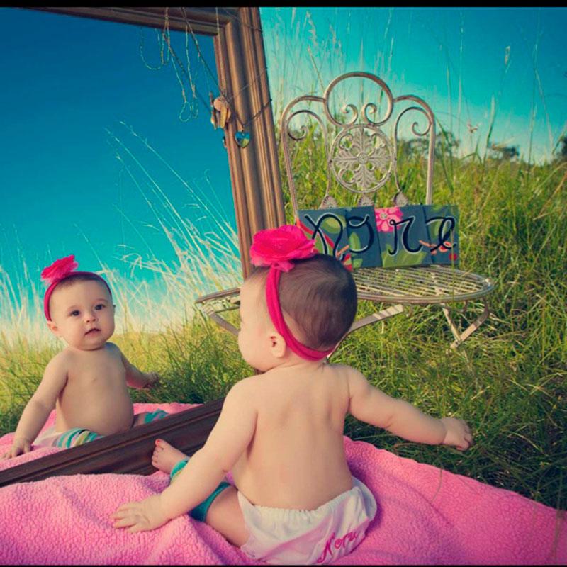 bebê com espelho