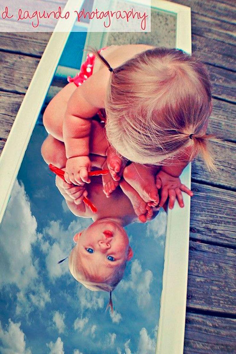 linda com espelho