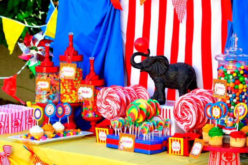mesa decorada circo
