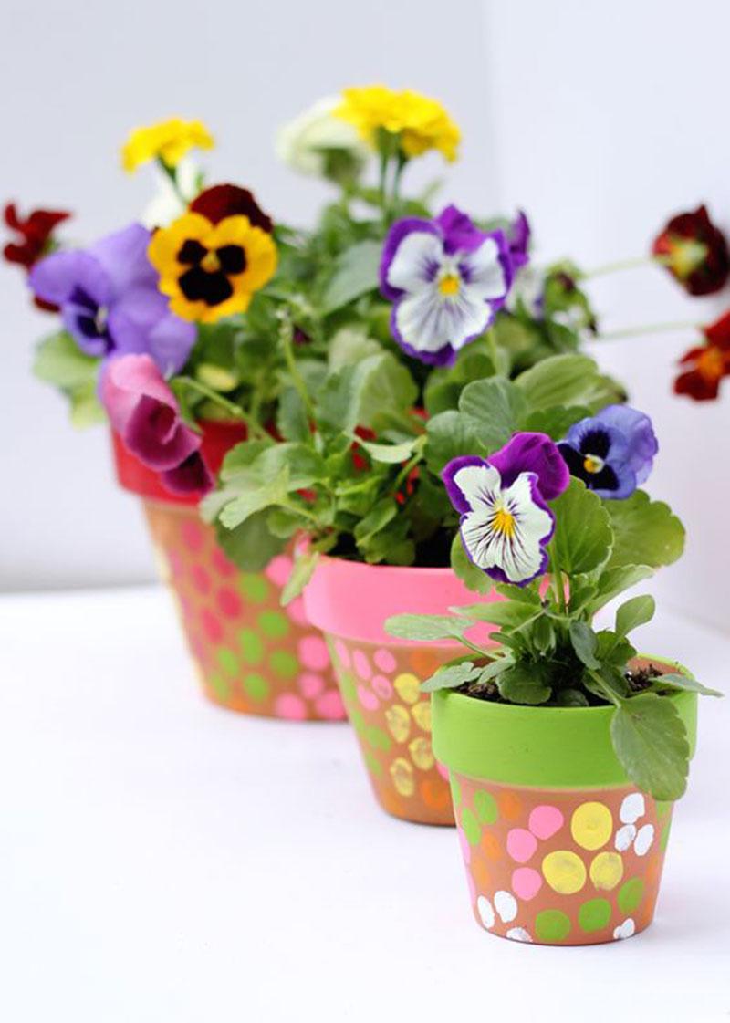 vasos de flores decorados