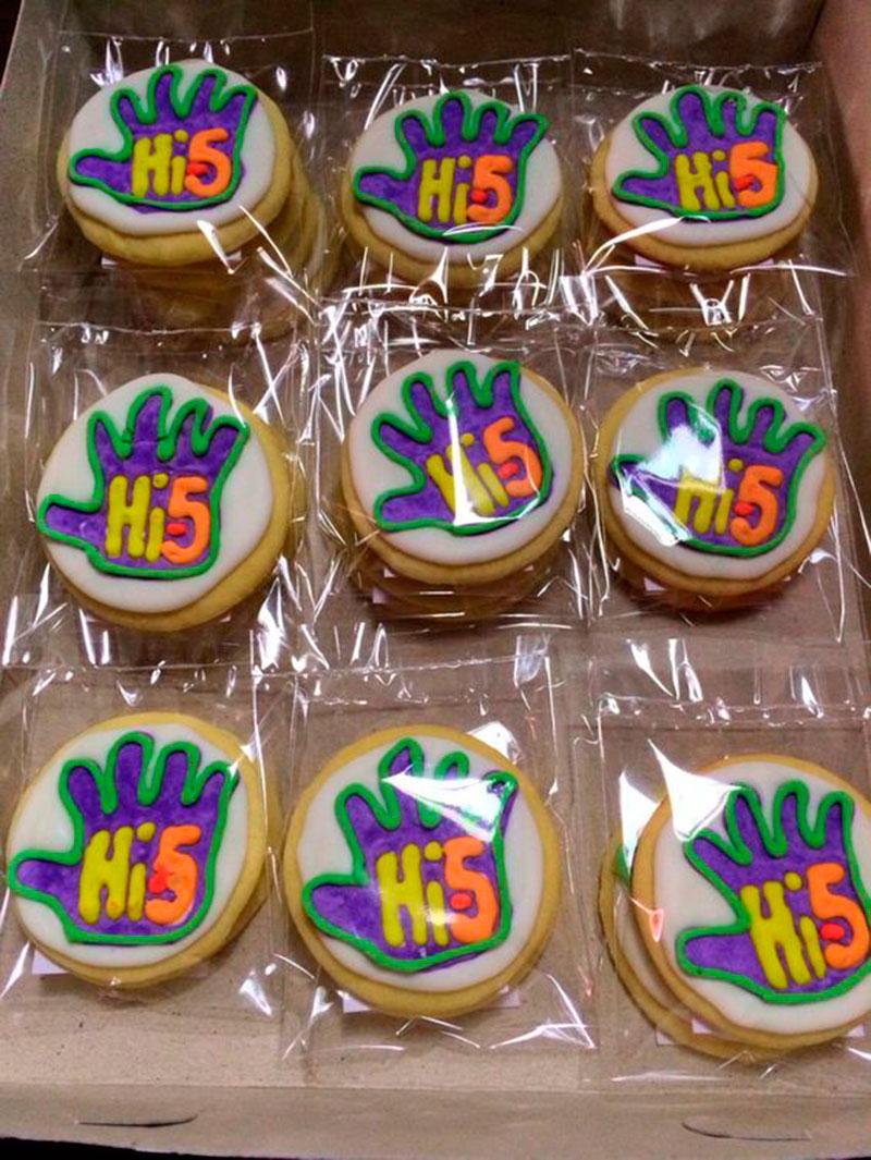 cupcake hi-5
